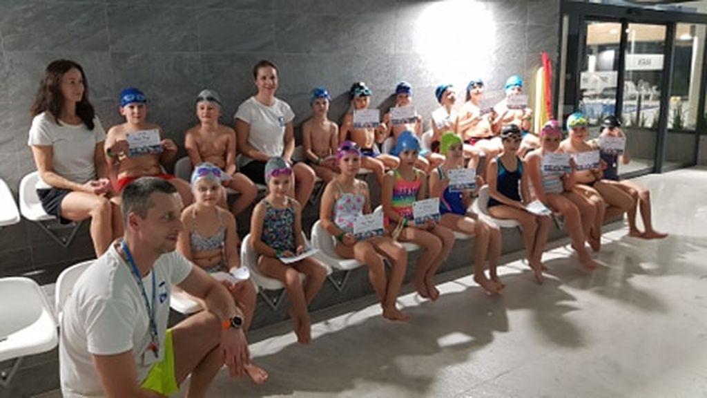 """Projekt """"Umiem pływać"""" - uczniowie na basenie"""